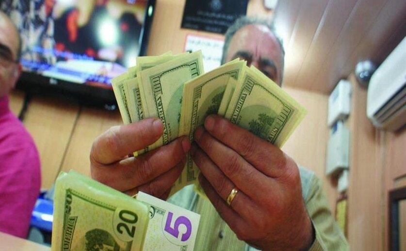 ارز بازیچه دست بانک مرکزی و دولت| دلار و سکه به جای کاهش قیمت روز به روز گرانتر می شوند!