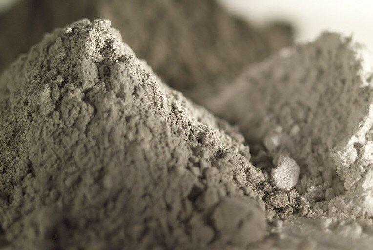 همدان ظرفیت تولید ۳ میلیون تن سیمان سفید را دارد