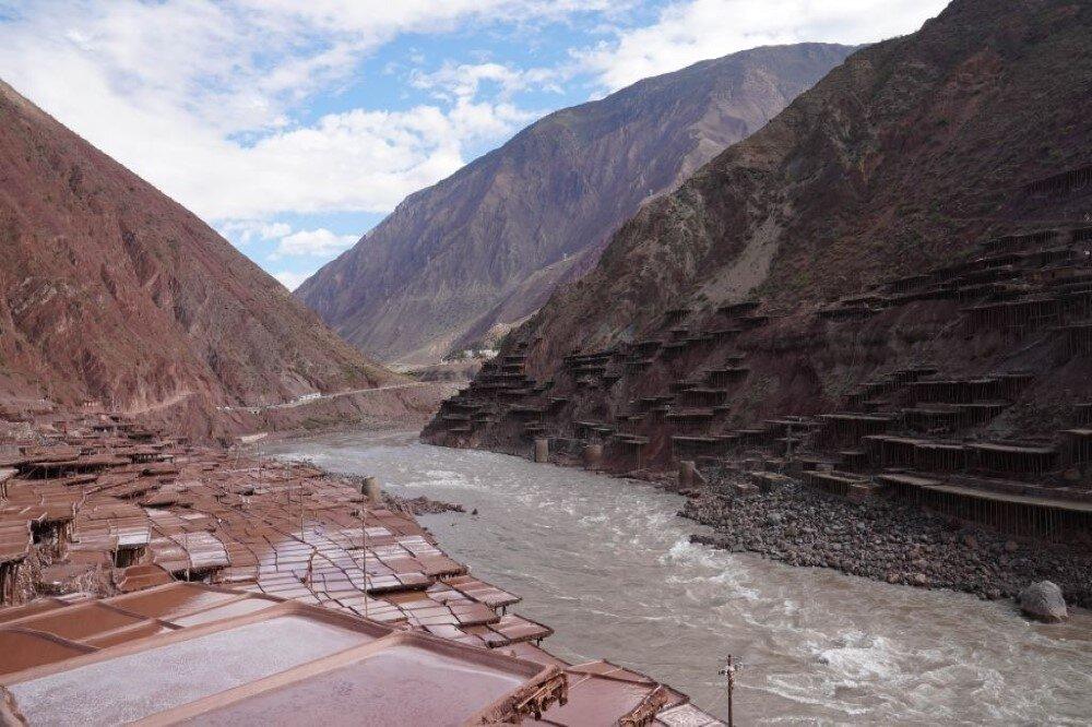 برداشت نمک از کویر در تبت