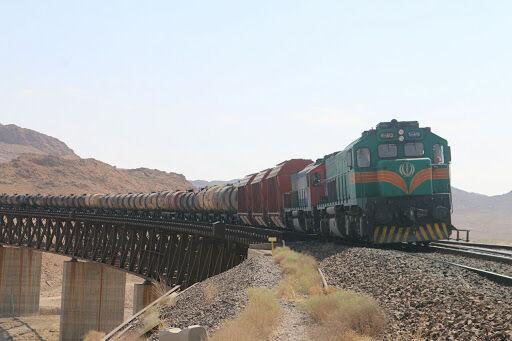 فعالیت شرکتهای حمل و نقل کالاهای اساسی در هرمزگان با رفع موانع تسهیل میشود
