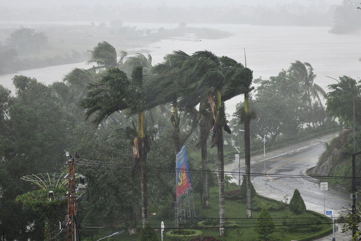 طوفان قدرتمند مولاو در ویتنام