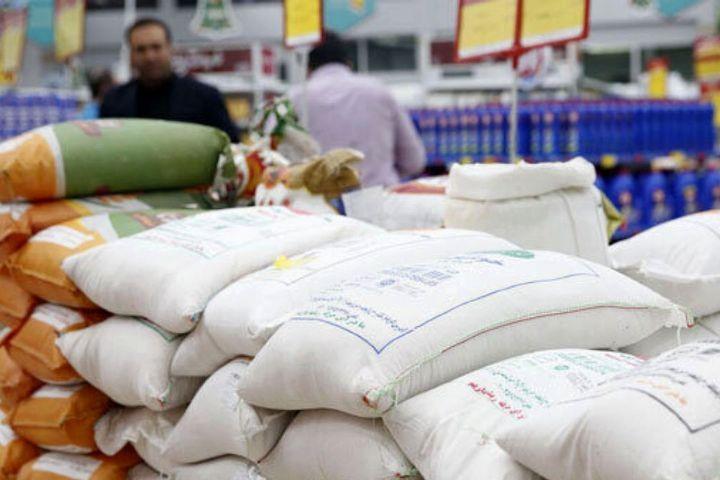 توزیع ۳۰۰۰ تن برنج هندی و ۱۲۰ تن برنج پاکستانی در استان همدان