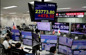 نزول بیشتر  شاخصهای جهانی  دلار بالا رفته و طلا سقوط کرد