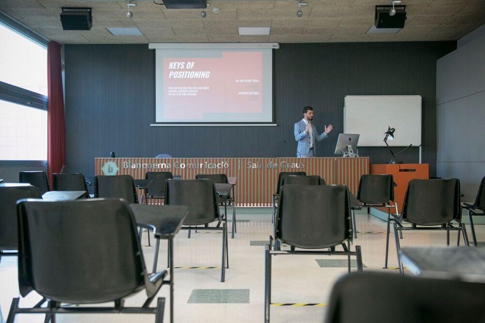کلاسهای آنلاین دانشگاه در بارسلونا