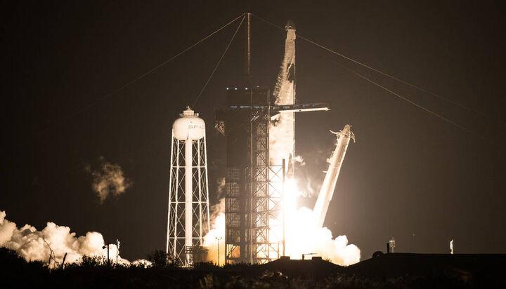 فضا پیمای SpaceX Dragon  با ۴ خدمه از مدار زمین خارج شد
