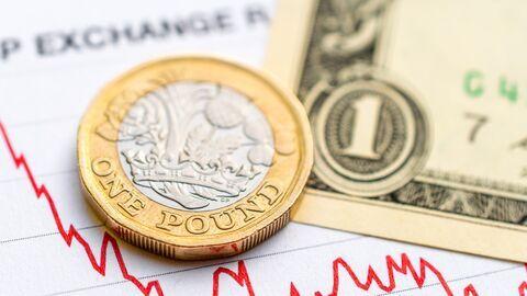نوسان دلار و پوند در بازارهای جهانی