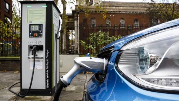 ممنوعیت فروش خودروی بنزینی در انگلیس از سال ۲۰۳۰