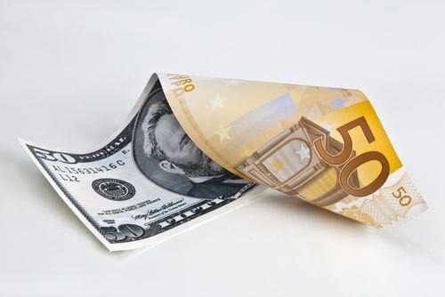 افت سهم دلار و افزایش سهم یورو در مبادلات سوئیفت طی یک سال اخیر