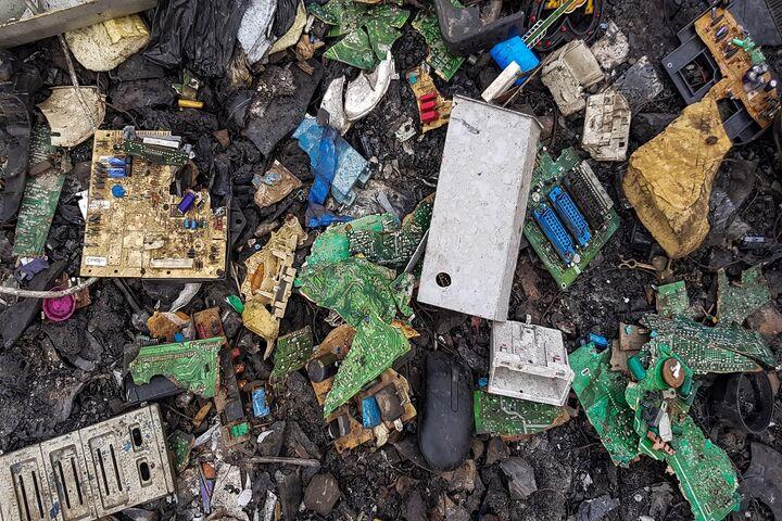 زباله الکترونیکی 1