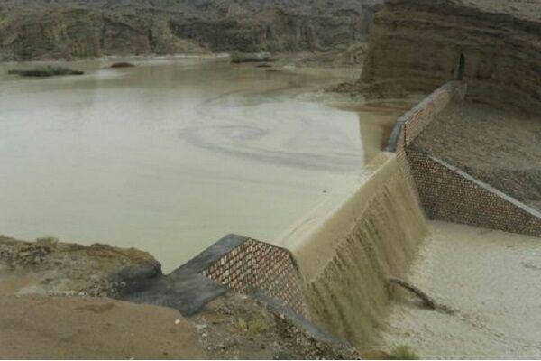 بارش شدید باران باعث تخریب یک سازه آبی در گناوه شد