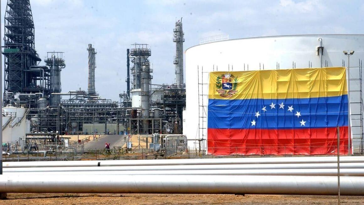 تولید بنزین در پالایشگاه «الپالیتو» ونزوئلا متوقف شد