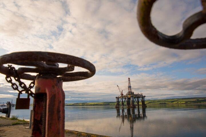 ۹۰ بهترین و ۹۸ بدترین سال نفتی ایران| تحقق ۹۰ درصد اهداف صادراتی در سال پایانی دولت حسن روحانی!