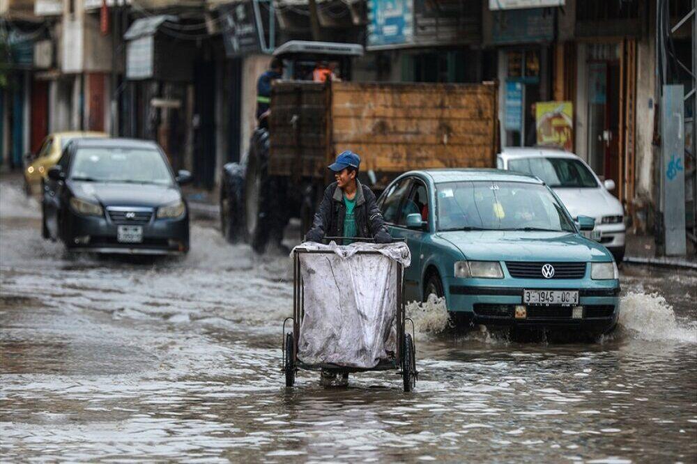 بارش باران شدید و جاری شدن سیل در غزه