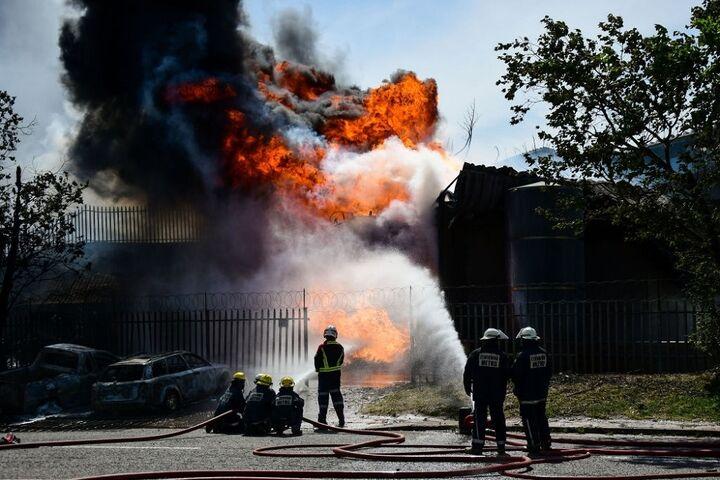 آتشسوزی عظیم در پالایشگاه شهید تندگویان تهران
