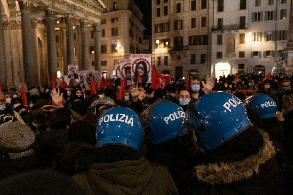 تظاهرات ایتالیاییهای کرونا زده در اعتراض به مشکلات اقتصادی