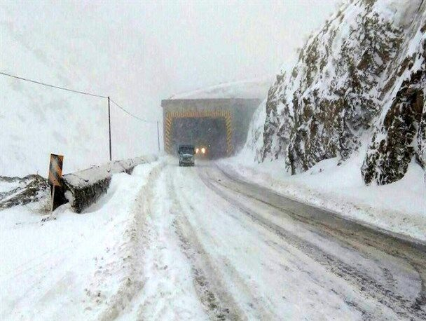کولاک در محورهای مواصلاتی شهرستان اهر و اختلال در تردد جاده ای
