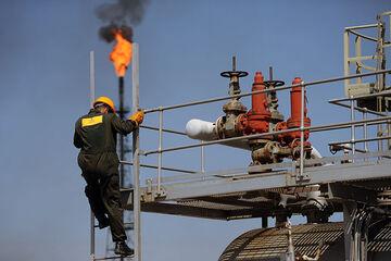 انتظارات صنایع پایین دستی نفت از دولت جدید| فاصله خودکفایی بنزین و گازوئیل تا واردات آنها، کوتاه است