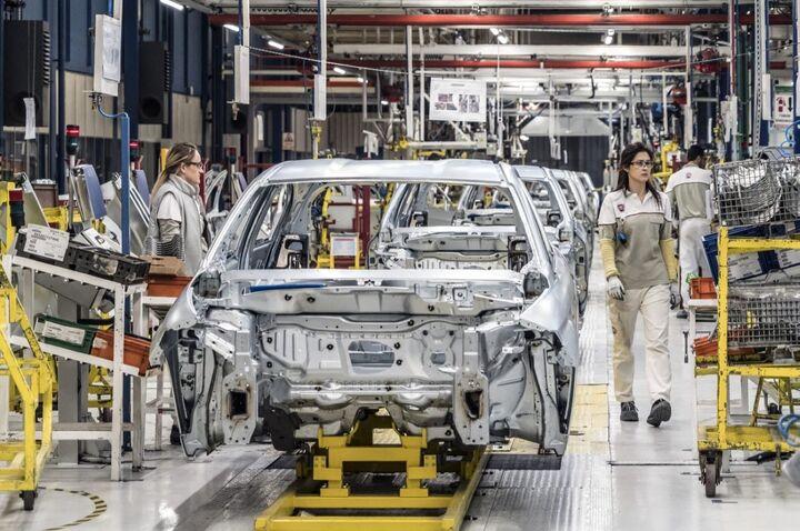 ایران و سوریه توافقنامه تولید خودرو امضا کردند
