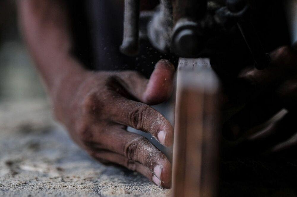 کارخانه چوب بُری در فیلیپین