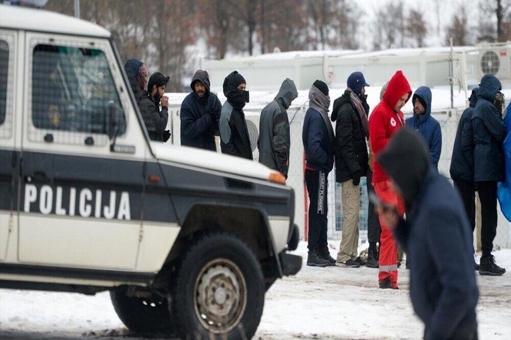 مهاجران بیپناه بوسنی در برف و سرما