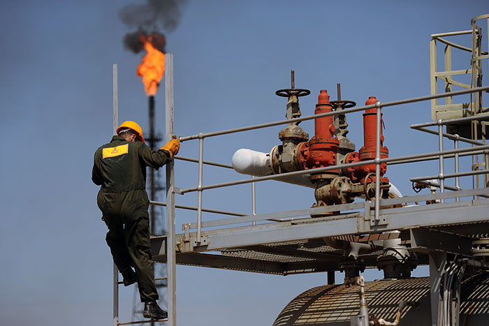 بلومبرگ: صادرات نفت ایران طی ماههای آینده افزایش مییابد