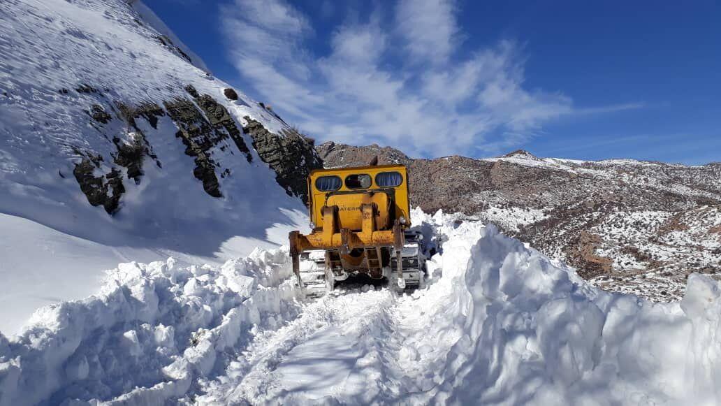 عملیات برفروبی و بازگشایی محور پشت کوه مهدیشهر انجام شد