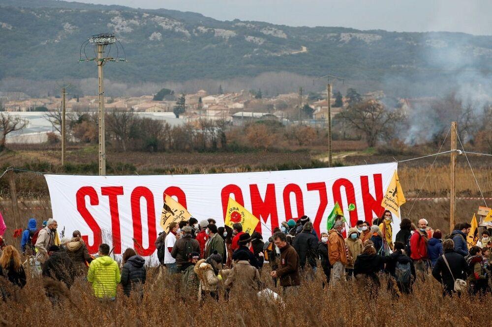 اعتراضات به ساخت انبار آمازون در فرانسه