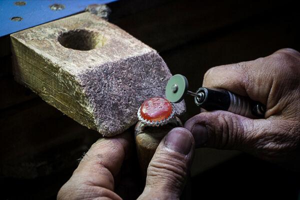 هنرمندان زنجانی سالانه بیش از ۴۰ هزار انگشتر تولید و به بازار عرضه میکنند