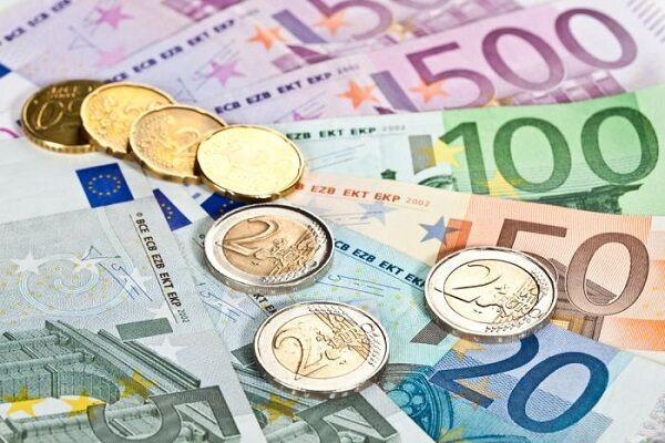 تداوم روند کاهشی قیمت دلار و یورو در آخرین ماه سال