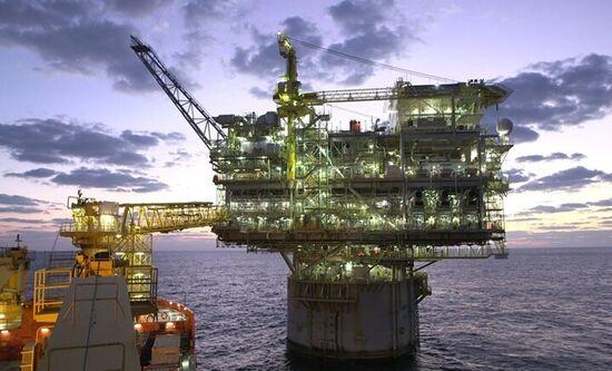 پاکستان و قطر توافقنامه گازی ۱۰ ساله امضا کردند