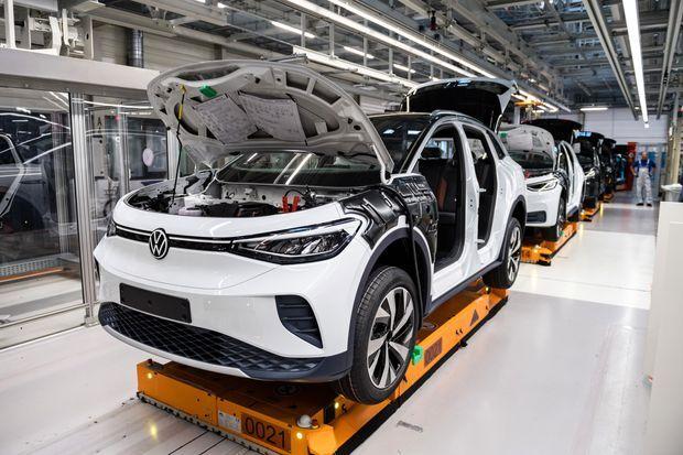 آیا خودروسازان دنیا ناچار به کاهش تیراژ تولید میشوند؟| چشم انداز تاریک صنعت خودرو در نبود تراشههای الکترونیکی
