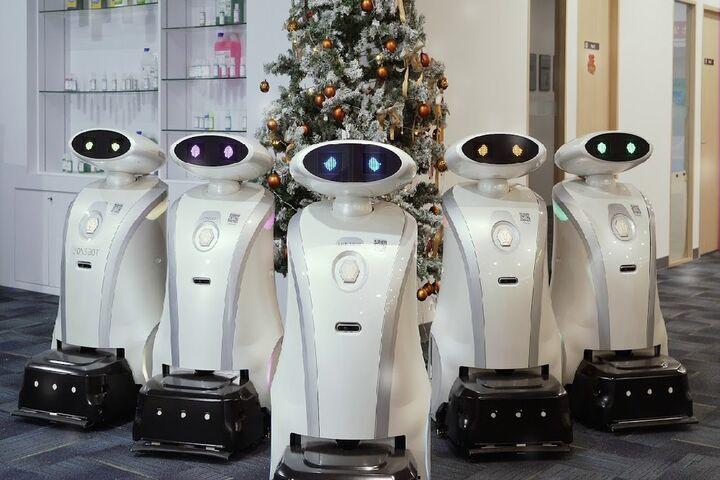 ربات لطیفهگو 7