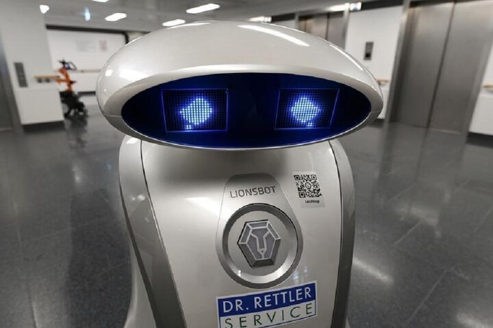 ربات لطیفهگو 12