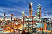 جدایی اقتصاد از نفت به معنی تعطیلی این صنعت نیست