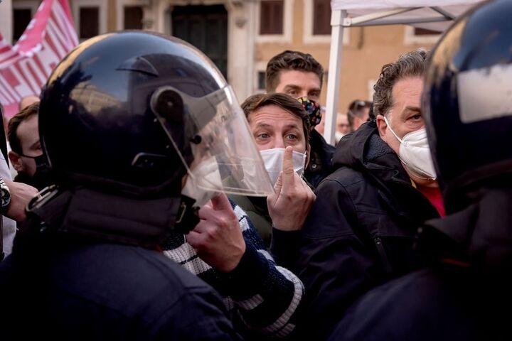 اعتراض در ایتالیا 6