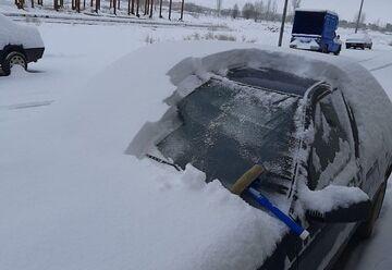 مسدودشدن اتوبان مرند- تبریز بر اثر بارش شدید برف و گرفتارشدن دهها خودرو