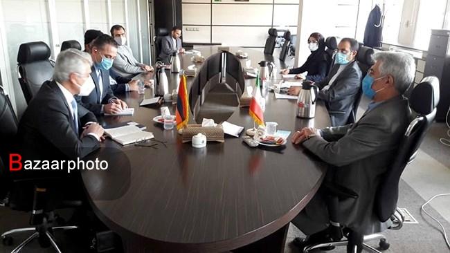 بانکهای مرکزی ایران و ارمنستان از مکانیزم تهاتر کالا بین ۲ کشور حمایت کنند