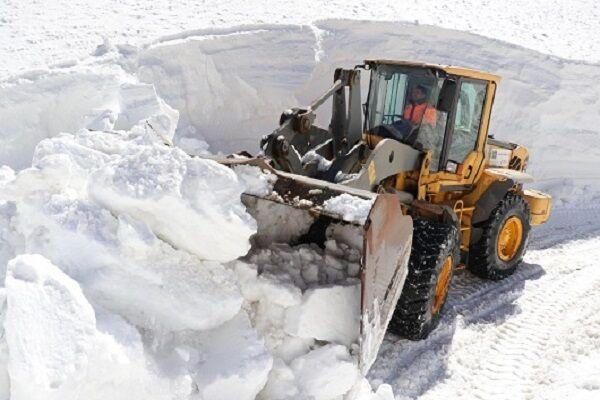 برف و کولاک محور شهمیرزاد به فولاد محله را مسدود کرد