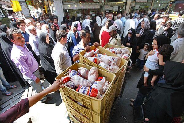 پابرجایی صفوف طولانی مرغ در تبریز