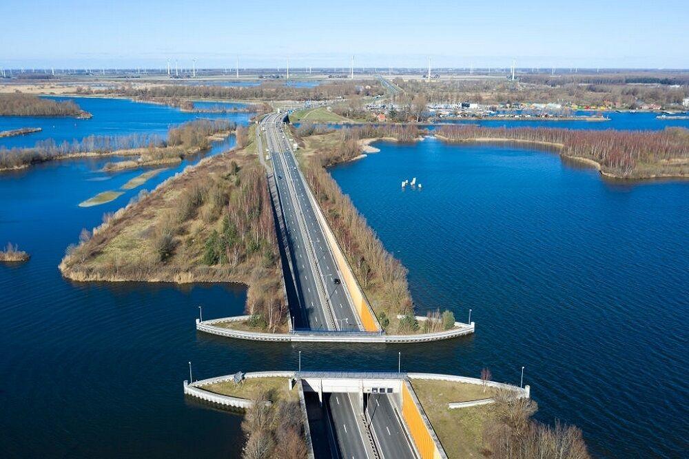 پل آبی خاص در هلند