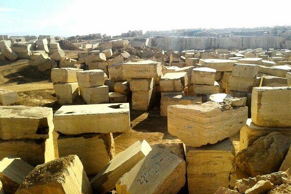 سنگ خام فروشی پیش پای قطب معدنی ایران