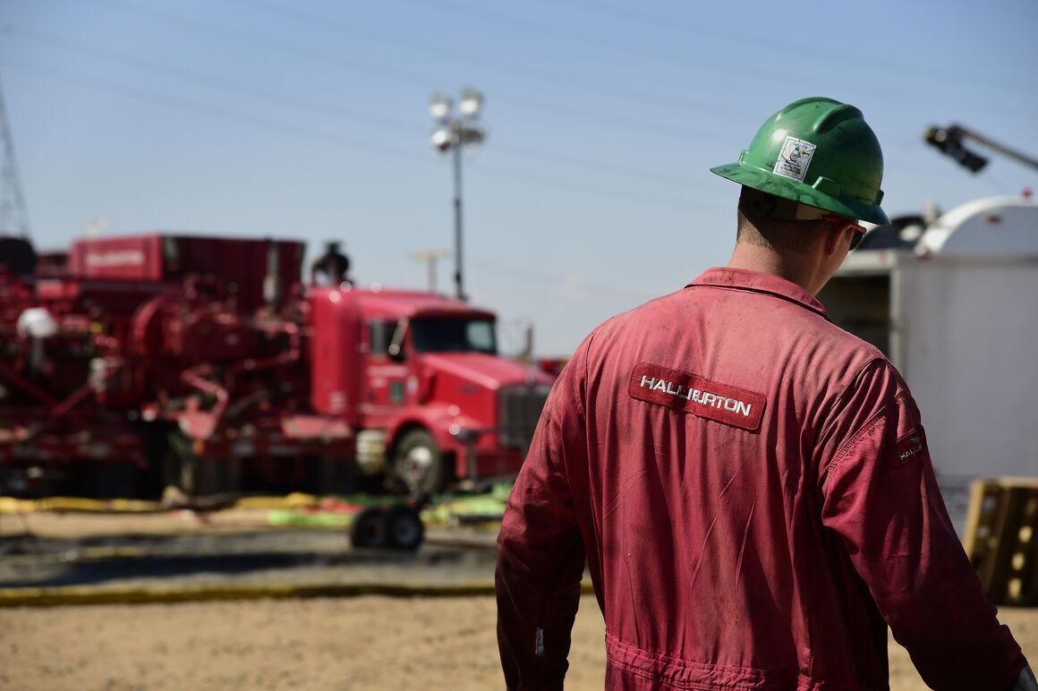 کانادا بیش از ۷ هزار نفر از کارکنان صنعت نفت را تعدیل میکند