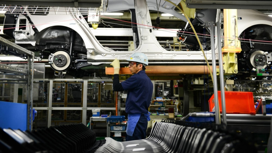 قطعات نیمههادی صنعت خودروی جهان را پنچر کرد | بایدن، رئیس جمهور آمریکا خواستار رفع فوری بحران کمبود تراشه شد