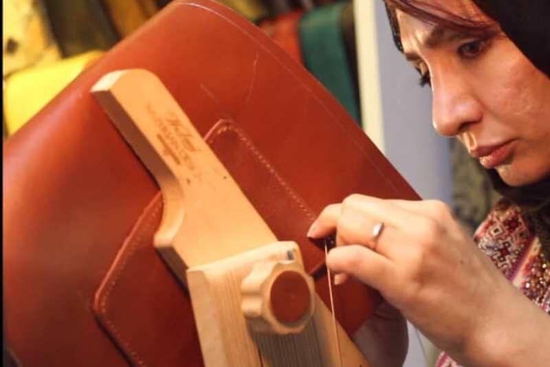 لزوم اعطای مشوقهای حداکثری برای رشد کارگاههای صنایع دستی| واسطهها حذف شوند