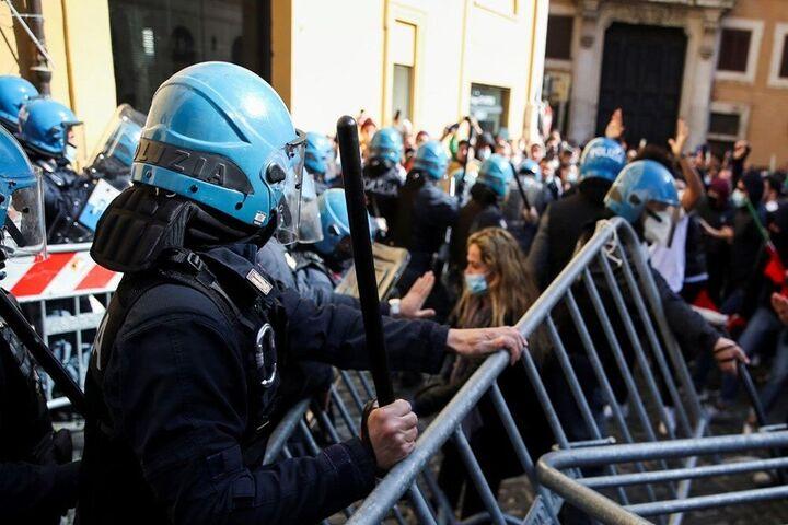اعتراضات ایتالیا 4