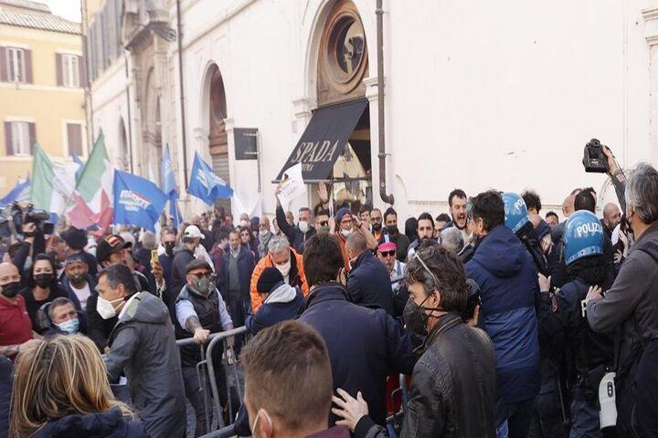اعتراضات ایتالیا 7