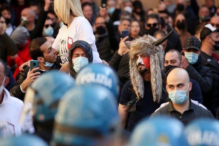 اعتراضات ایتالیا 11