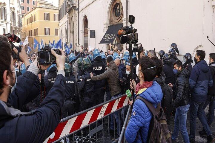 اعتراضات ایتالیا 12