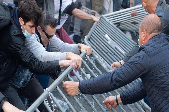 اعتراضات ایتالیا 13