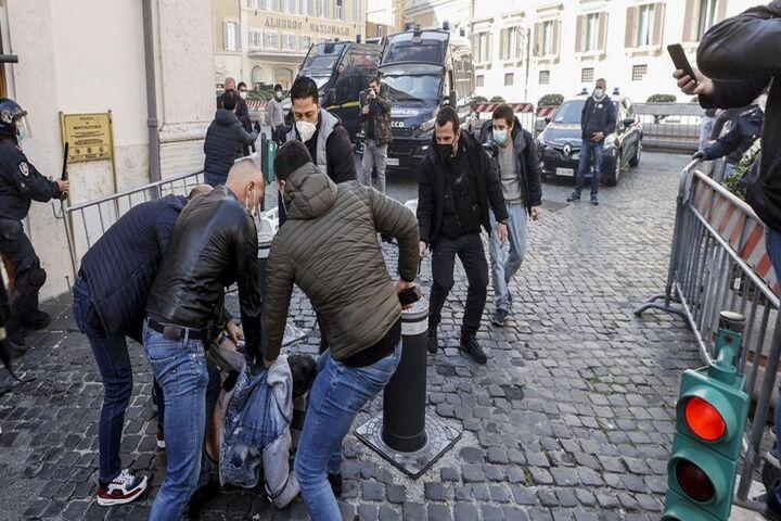 اعتراضات ایتالیا 14